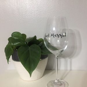 Kate Spade wine glass, NWT